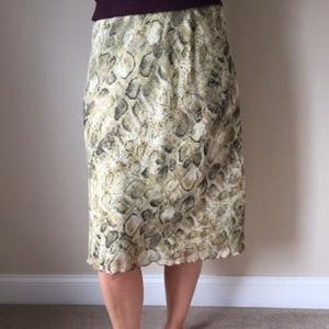 Skirt with scallop trim hem